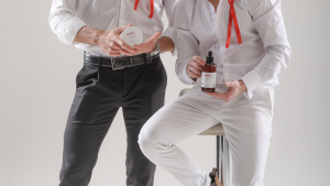Modelli che tengono prodotti Liolà Cosmetics